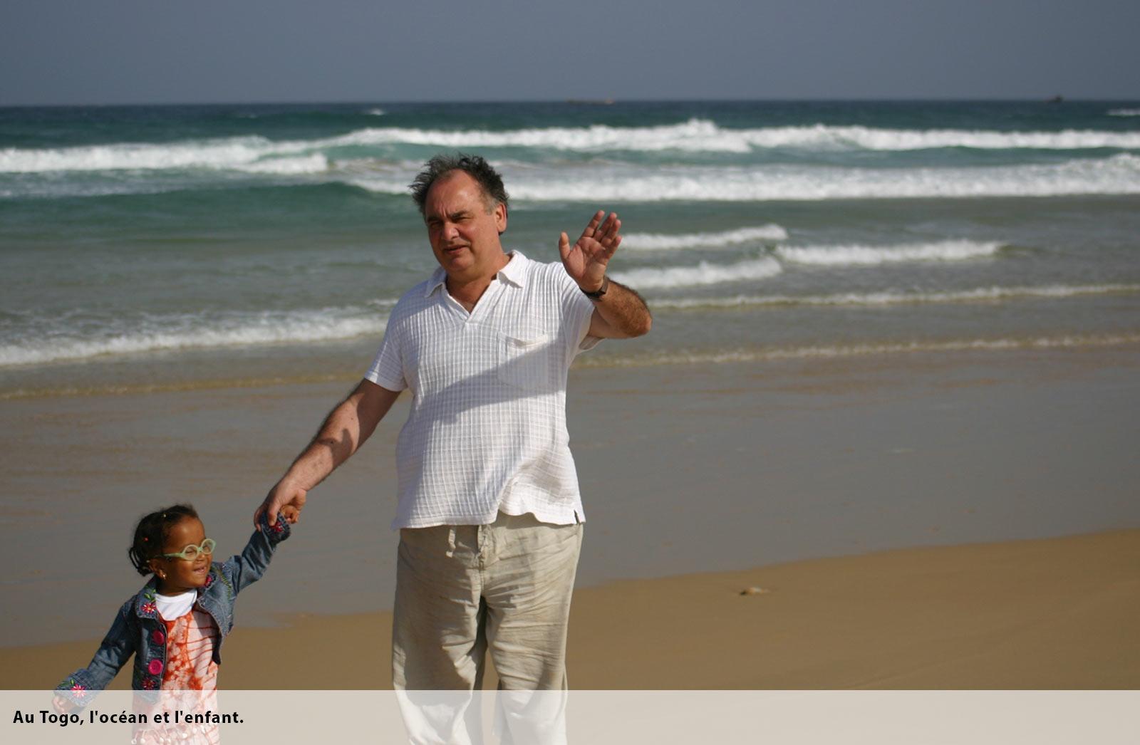 Togo, enfant et océan